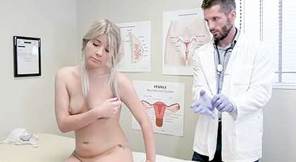 Jovencita penetrada anal por el Ginecologo