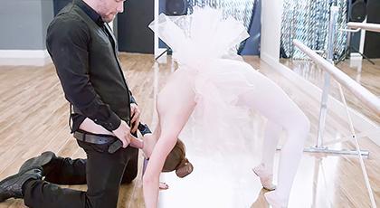 Follando con una joven y flexible bailarina de ballet