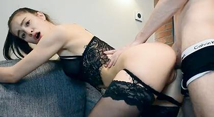 Videos amateur, sexo casero con su novia en lencería