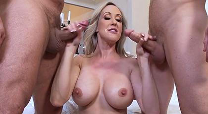 Trío con una reina del porno milf