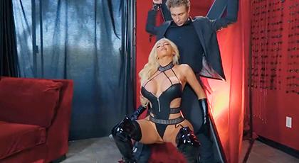 Madura tetona quiere un esclavo sexual