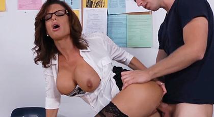 La profesora que me enseñó todo sobre el sexo