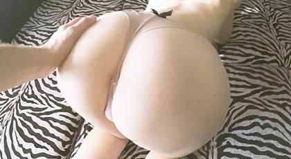Videos porno, las grandes nalgas de mi esposa