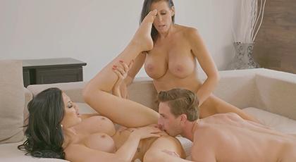 Gran placer con dos señoras morenas tetonas espectaculares