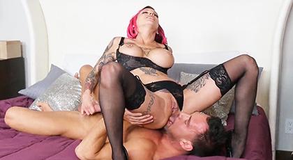 Sexo con tatuada en lencería