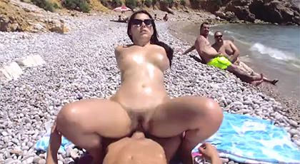 Sexo en público en la playa