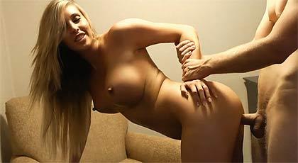 Paga a una actriz porno para follársela