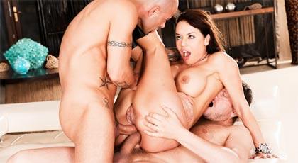 Doble penetración anal para Franceska Jaimes