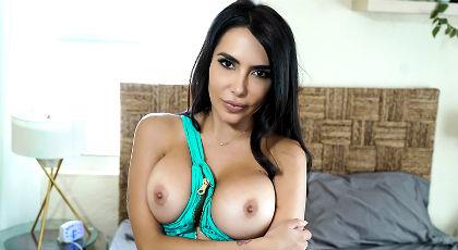 La belleza latina de Lela Star