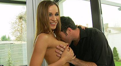 Irina Bruna sexo anal y explosion de esperma