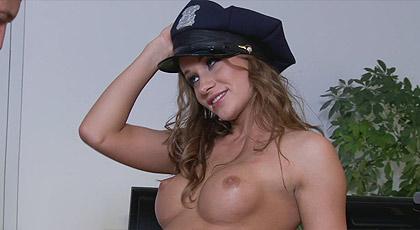 Irina Bruni follada duro por su hermoso culo