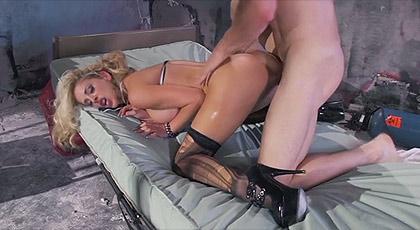 Cherri Deville sexo salvaje en la enfermeria