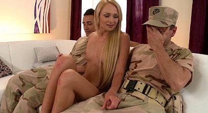 A Ivana le gustan militares
