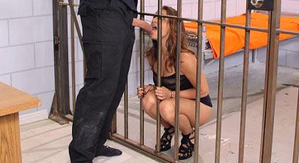 Presa en la cárcel quiere follar en la celda