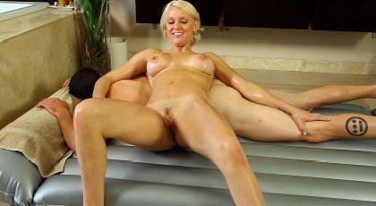 Kenzie Taylor se estrena con un masaje