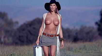La misteriosa mujer del maletín del dinero folla con su compinche