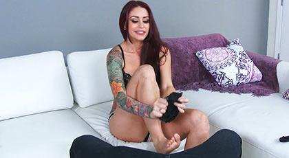La tatuada Monique Alexander es nueva en nuestra web