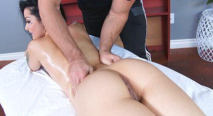 Katrina recibe un masaje de los que terminan con una gran follada