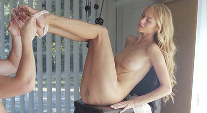 La primera escena porno de Nancy A con un hombre