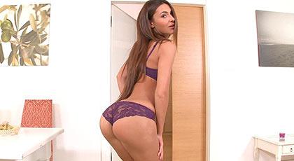 Las picardías sexuales de una jovencita llamada Alexis brill