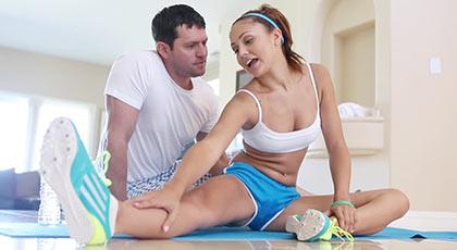 Ariana marie sexy y adorable practicando deporte y sexo junto a su novio
