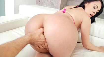 Un placentero y apretado anal para dar la bienvenida de nuevo a la culona Kristina Rose