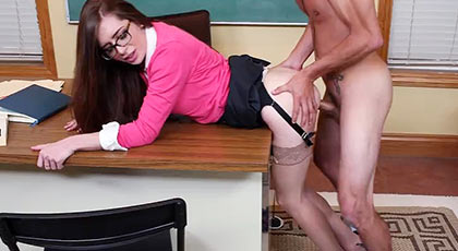 Veronica Vain la profesora que quiere polla dura y joven de sus alumnos