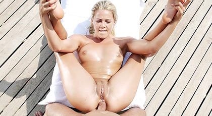 Imperdible sesión de sexo anal en un día soleado con la buenorra Christen Courtney